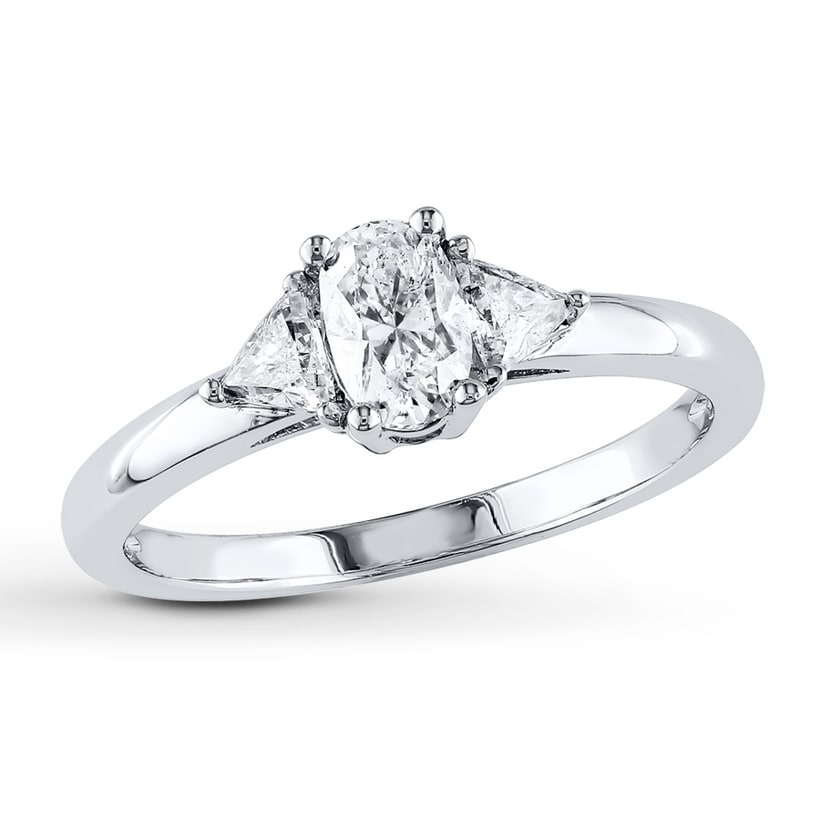 The New Trend for 2017 Oval Shape Diamond Engagement Rings